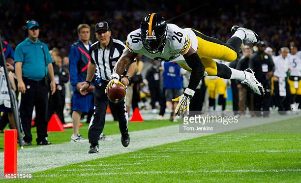 Le'Veon Bell of Pittsburgh dives over for their first touchdown during the Minnesota Vikings versus Pittsburgh Steelers NFL International Series...