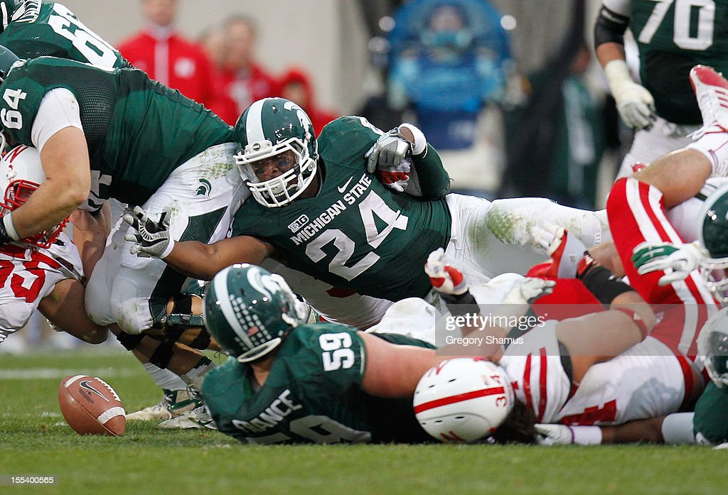 Le'Veon Bell #24 of the Michigan State Spartans losses the ball during a third quarter run while playing the Nebraska Cornhuskers at Spartan Stadium Stadium on November 3, 2012 in East Lansing, Michigan. Nebraska won the game 28-24.