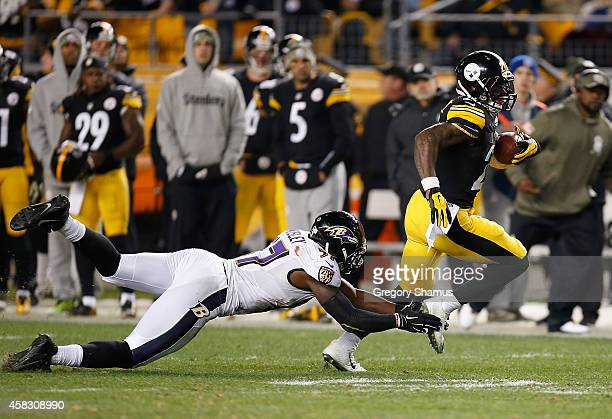 Le'Veon Bell of the Pittsburgh Steelers avoids a tackle by CJ Mosley of the Baltimore Ravens during the second quarter at Heinz Field on November 2...