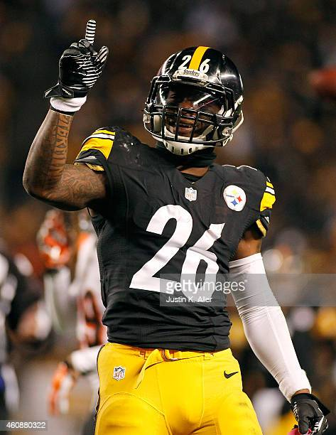 Le'Veon Bell of the Pittsburgh Steelers celebrates after picking up a first down during the second quarter against the Cincinnati Bengals at Heinz...