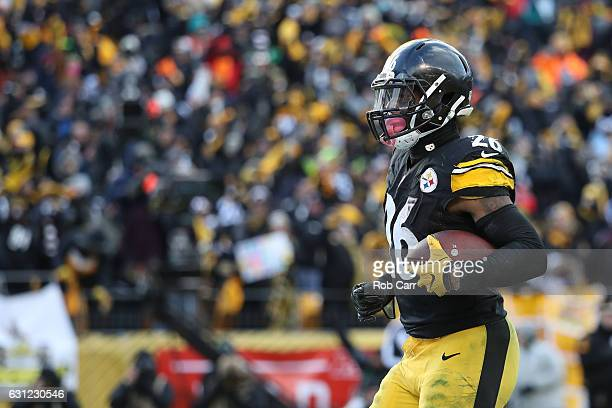 Le'Veon Bell of the Pittsburgh Steelers celebrates after scoring a touchdown during the third quarter against the Miami Dolphins in the AFC Wild Card...