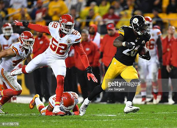 Le'Veon Bell of the Pittsburgh Steelers in action during the game against the Kansas City Chiefs at Heinz Field on October 2 2016 in Pittsburgh...