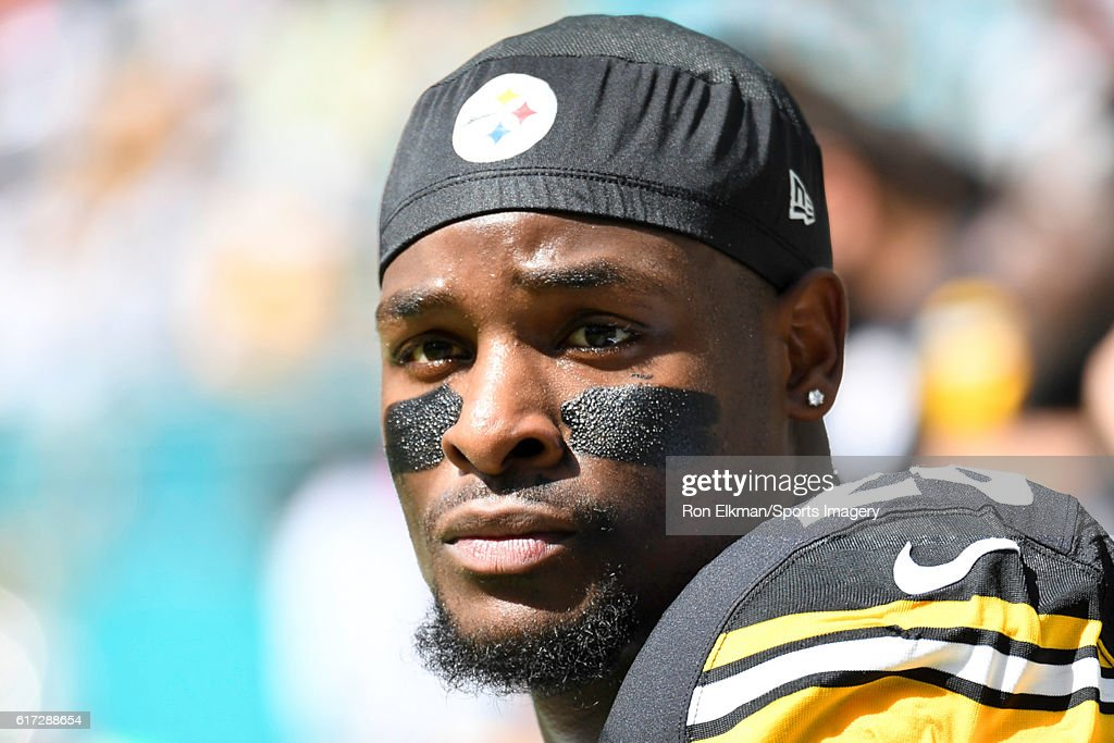 Le'Veon Bell #26 of the Pittsburgh Steelers looks on before a NFL game against the Miami Dolphins on October 16, 2016 at Hard Rock Stadium in Miami Gardens, Florida.