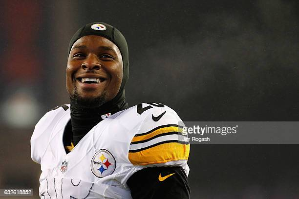 Le'Veon Bell of the Pittsburgh Steelers reacts prior to the AFC Championship Game against the New England Patriots at Gillette Stadium on January 22...
