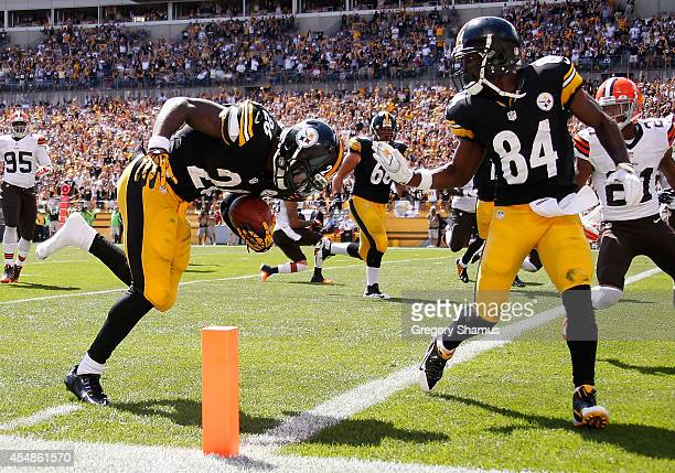 Le'Veon Bell of the Pittsburgh Steelers runs for a touchdown during the second quarter against the Cleveland Browns at Heinz Field on September 7...