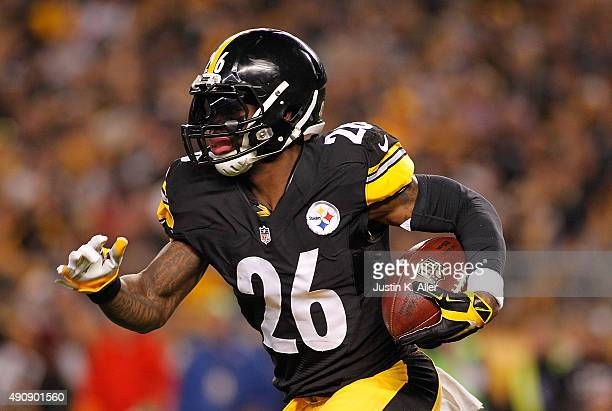 Le'Veon Bell of the Pittsburgh Steelers runs the ball during the game against the Baltimore Ravens at Heinz Field on October 1 2015 in Pittsburgh...