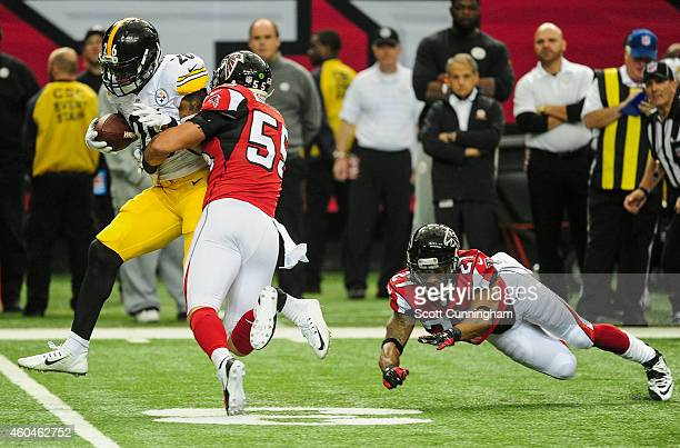 Le'Veon Bell of the Pittsburgh Steelers rushes against Robert McClain and Paul Worrilow of the Atlanta Falcons in the first half at the Georgia Dome...