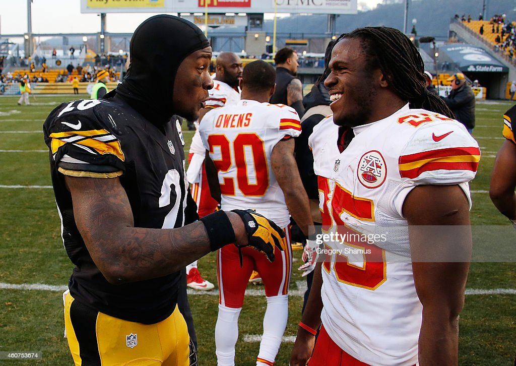 <a gi-track='captionPersonalityLinkClicked' href=/galleries/search?phrase=Le%27Veon+Bell&family=editorial&specificpeople=7172698 ng-click='$event.stopPropagation()'>Le'Veon Bell</a> #26 of the Pittsburgh Steelers talks with <a gi-track='captionPersonalityLinkClicked' href=/galleries/search?phrase=Jamaal+Charles&family=editorial&specificpeople=2122501 ng-click='$event.stopPropagation()'>Jamaal Charles</a> #25 of the Kansas City Chiefs after Pittsburgh's 20-12 win at Heinz Field on December 21, 2014 in Pittsburgh, Pennsylvania.