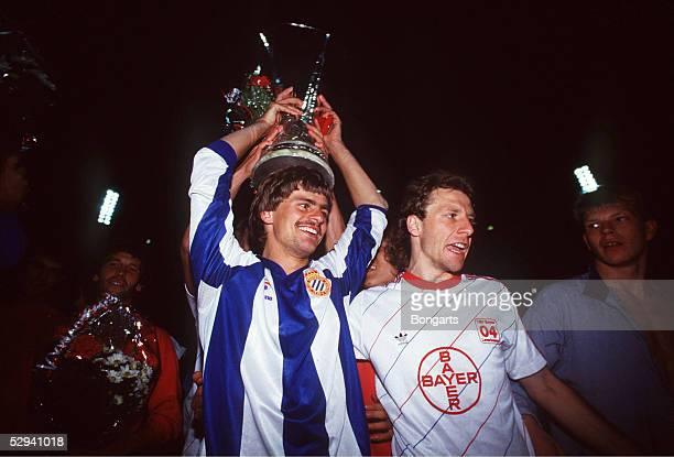 POKAL 1988 FINALE Leverkusen BAYER 04 LEVERKUSEN ESPAGNOL BARCELONA 62 nE JUBEL Falko GOETZ Wolfgang ROLFF/LEVERKUSEN