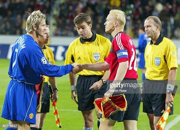 LEAGUE 02/03 Leverkusen BAYER 04 LEVERKUSEN MANCHESTER UNITED 12 BEGRUESSUNG der Kapitaene David BECKHAM/MANCHESTER Carsten RAMELOW/LEVERKUSEN...