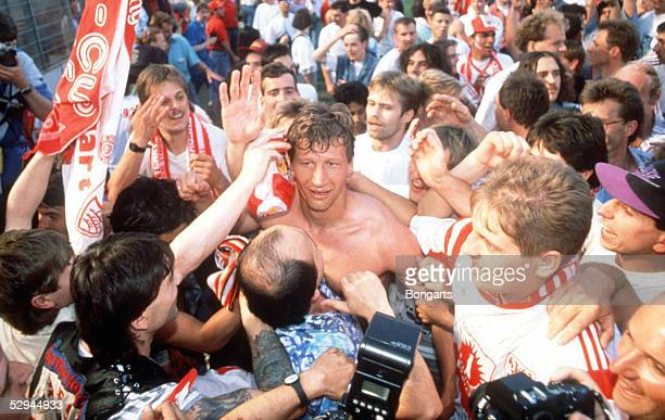 Leverkusen BAYER LEVERKUSEN VFB STUTTGART 12 VFB STUTTGART DEUTSCHER FUSSBALLMEISTER 1992 JUBEL Guido BUCHWALD/Stuttgart
