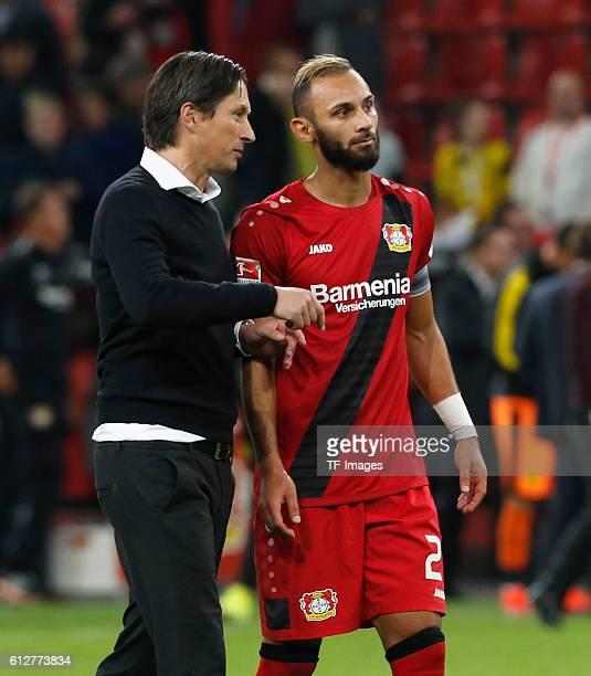 Leverkusen Germany 1 Bundesliga 6 Spieltag Bayer 04 Leverkusen Borussia Dortmund Oemer Toprak mit Cheftrainer Roger Schmidt nach dem Spiel