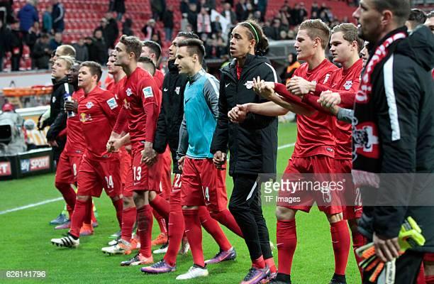 Leverkusen Germany 1 Bundesliga 11 Spieltag Bayer 04 Leverkusen RB Leipzig Leipziger Teamnach dem Spiel vor den Fans
