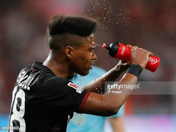 Leverkusen Germany 1 Bundesliga 4 Spieltag Bayer 04 Leverkusen FC Augsburg Wendell erfrischt sich