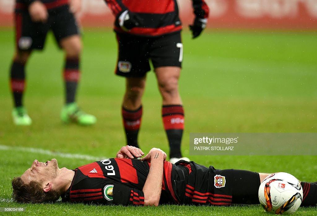 Leverkusen's forward Leverkusen's forward Stefan Kiessling lays on the ground during the German Cup ( Pokal ) quarter final football match Bayern 04 Leverkusen v SV Werder Bremen on February 9, 2016 in Leverkusen. / AFP / PATRIK STOLLARZ / AT +49 69 67880 /