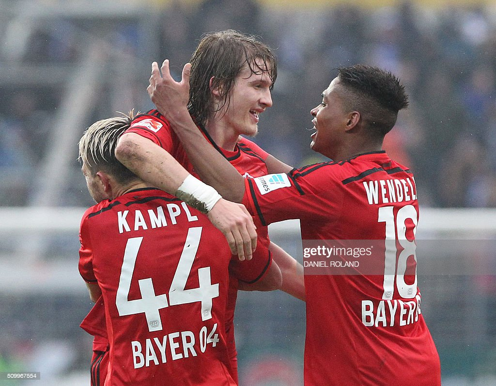 Leverkusen's players celebrate Leverkusen's midfielder Julian Brandt scoring the 2-1 during the German first division Bundesliga football match SV Darmstadt 98 vs Bayer 04 Leverkusen in Darmstadt, Germany, on February 13, 2016. / AFP / DANIEL ROLAND /