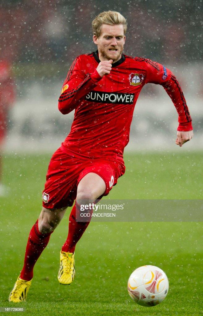 Leverkusen's striker Andre Schuerrle runs with the ball during the UEFA Europa League football match Bayer 04 Leverkusen vs SL Benfica on February 14, 2013 in Leverkusen, western Germany.