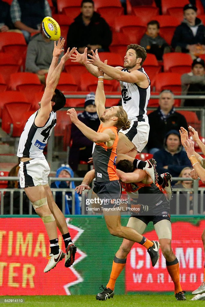 Levi Casboult of the Blues attempts to mark the ball during the round 14 AFL match between the Greater Western Sydney Giants and the Carlton Blues at Spotless Stadium on June 25, 2016 in Sydney, Australia.