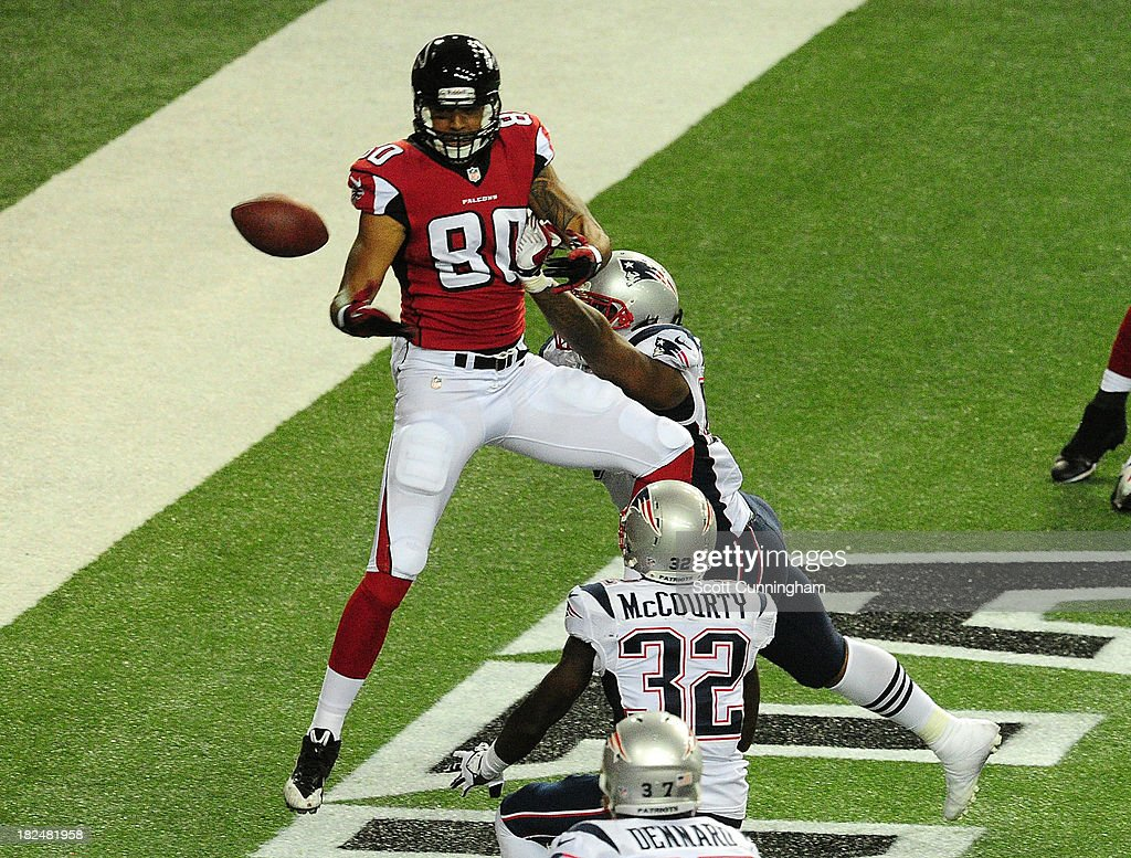 Levine Toilolo #80 of the Atlanta Falcons is unable to make a catch in the end zone against <a gi-track='captionPersonalityLinkClicked' href=/galleries/search?phrase=Dont%27a+Hightower&family=editorial&specificpeople=5514947 ng-click='$event.stopPropagation()'>Dont'a Hightower</a> #54 of the New England Patriots at the Georgia Dome on September 29, 2013 in Atlanta, Georgia.