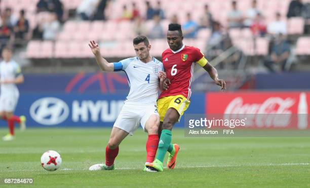 Lewis Cook of England and Fofana Dide of Guinea during the FIFA U20 World Cup Korea Republic 2017 group A match between England and Guinea at Jeonju...