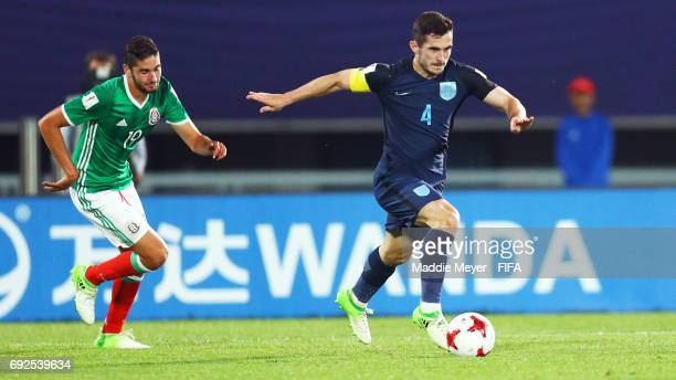 Lewis Cook of England carries the ball during the FIFA U20 World Cup Korea Republic 2017 Quarter Final match between Mexico and England at Cheonan...