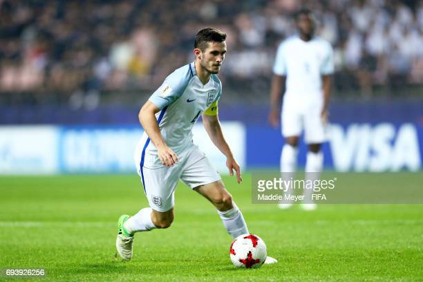 Lewis Cook of England carries the ball during the FIFA U20 World Cup Korea Republic 2017 Semi Final match between Italy and England at Jeonju World...