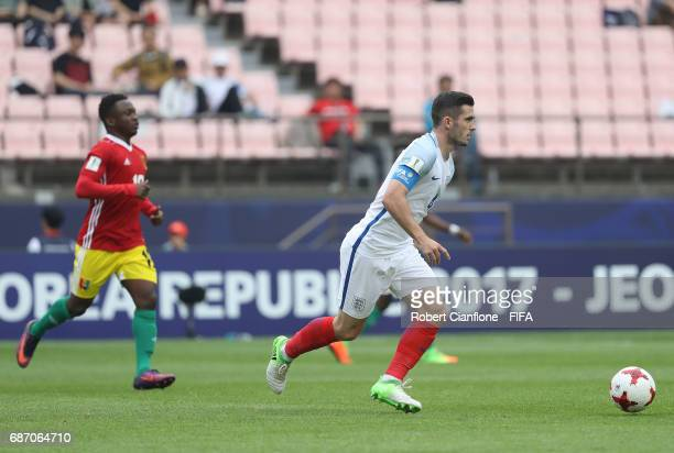 Lewis Cook of England runs with the ball during the FIFA U20 World Cup Korea Republic 2017 group A match between England and Guinea at Jeonju World...