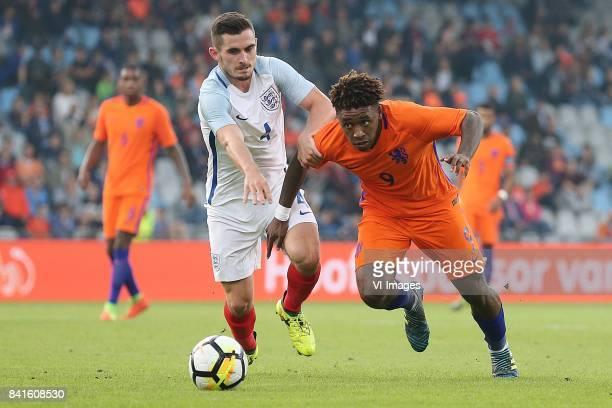 Lewis Cook of England U21 Steven Bergwijn of Holland U21 during the EURO U21 2017 qualifying match between Netherlands U21 and England U21 at the...