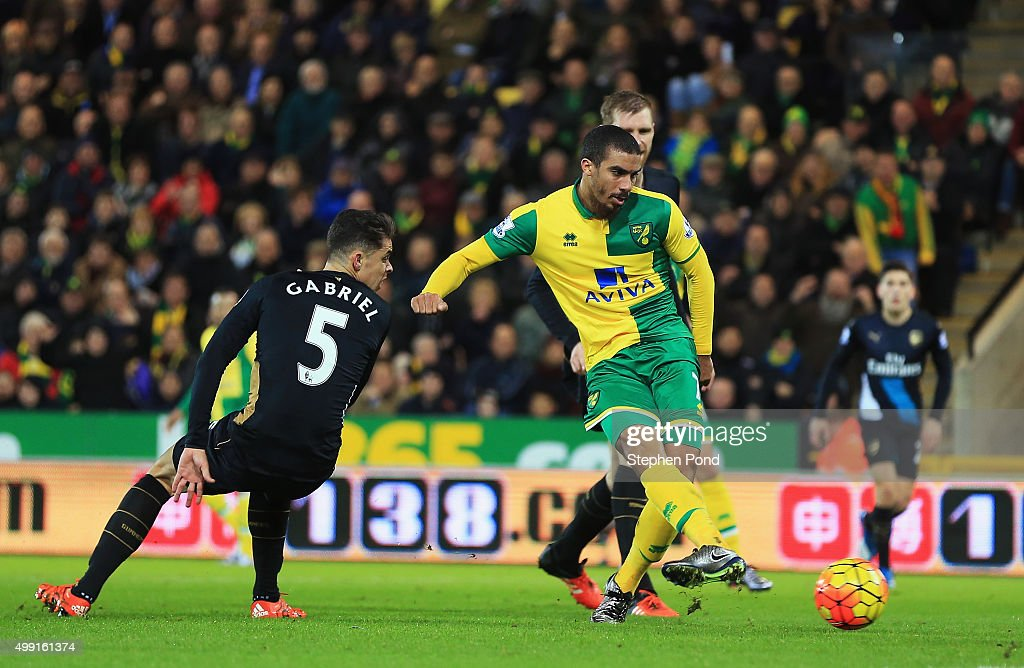Lewis Grabban of Norwich City scores their first and equalising goal during the Barclays Premier League match between Norwich City and Arsenal at...