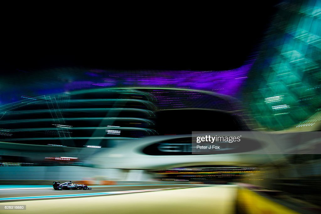 Lewis Hamilton of Great Britain and Mercedes during the Abu Dhabi Formula One Grand Prix at Yas Marina Circuit on November 27, 2016 in Abu Dhabi, United Arab Emirates.
