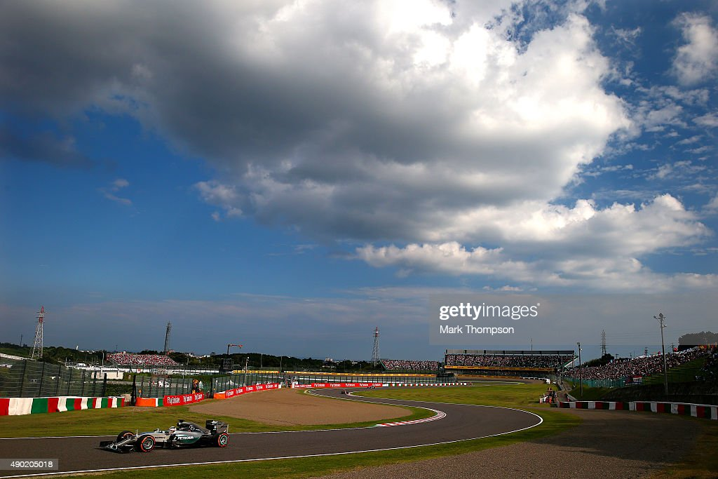 Lewis Hamilton of Great Britain and Mercedes GP drivesduring the Formula One Grand Prix of Japan at Suzuka Circuit on September 27 2015 in Suzuka...