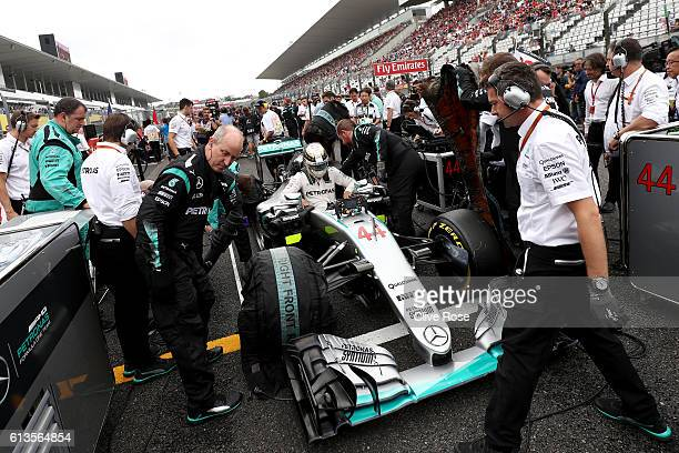 Lewis Hamilton of Great Britain and Mercedes GP on the grid before the Formula One Grand Prix of Japan at Suzuka Circuit on October 9 2016 in Suzuka