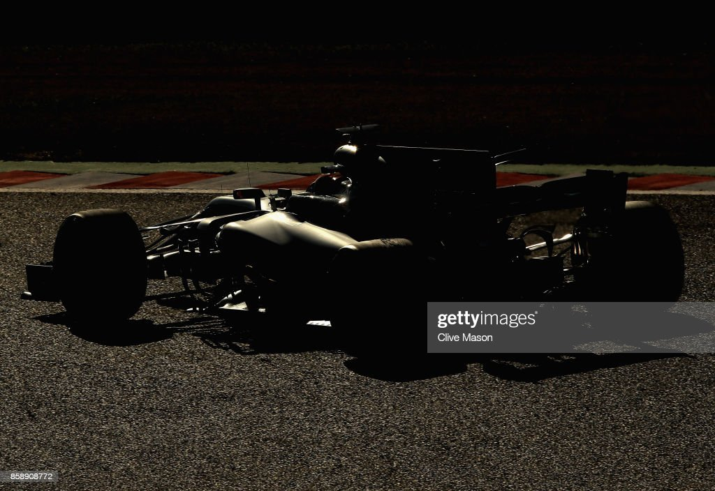 Lewis Hamilton of Great Britain driving the (44) Mercedes AMG Petronas F1 Team Mercedes F1 WO8 on track during the Formula One Grand Prix of Japan at Suzuka Circuit on October 8, 2017 in Suzuka.