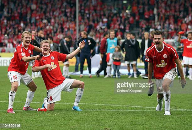 Lewis Holtby André Schuerrle and Ádám Szalai of Mainz celebrate the 42 victory after the Bundesliga match between FSV Mainz 05 and 1899 Hoffenheim at...