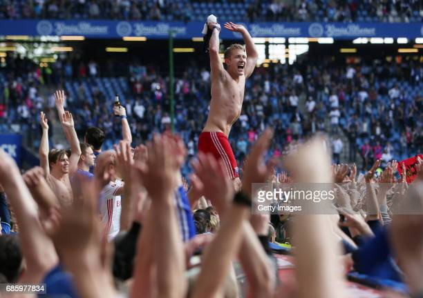 Lewis Holtby of HSV celebrates after the Bundesliga match between Hamburger SV and VfL Wolfsburg at Volksparkstadion on May 20 2017 in Hamburg Germany