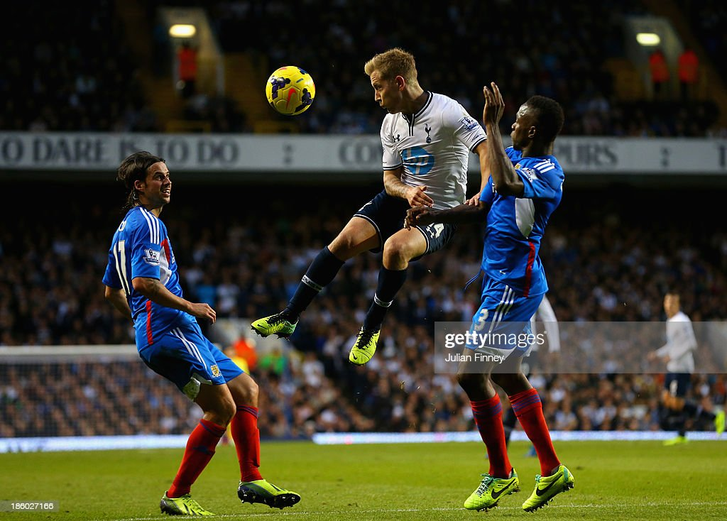 Lewis Holtby of Spurs heads the ball away from George Boyd of Hull City and Maynor Figueroa of Hull City during the Barclays Premier League match between Tottenham Hotspur and Hull City at White Hart Lane on October 27, 2013 in London, England.