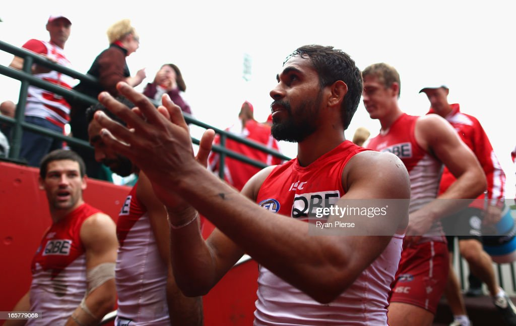 <a gi-track='captionPersonalityLinkClicked' href=/galleries/search?phrase=Lewis+Jetta&family=editorial&specificpeople=6544948 ng-click='$event.stopPropagation()'>Lewis Jetta</a> of the Swans thanks the crowd after the round two AFL match between the Sydney Swans and the Gold Coast Suns at SCG on April 6, 2013 in Sydney, Australia.