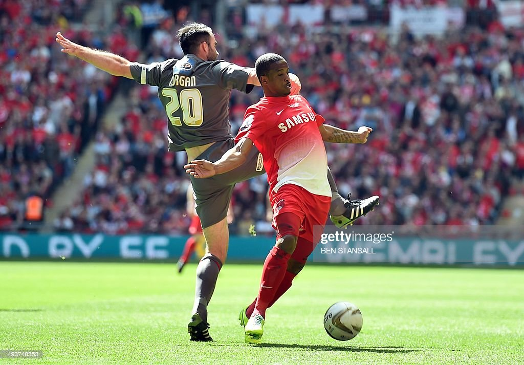 Leyton Orient's English striker Kevin Lisbie (R) vies for the ball with Rotherham United's Welsh defender Craig Morgan during the English League 1 Play-Off final football match between Leyton Orient and Rotherham United at Wembley Stadium in London on May 25, 2014. AFP PHOTO/BEN STANSALL USE ==