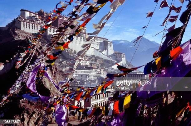 Lhasa, el Tíbet: El palacio de Potala y oración flags