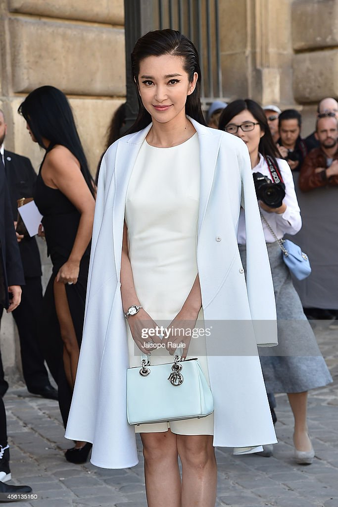 <a gi-track='captionPersonalityLinkClicked' href=/galleries/search?phrase=Li+Bingbing&family=editorial&specificpeople=697017 ng-click='$event.stopPropagation()'>Li Bingbing</a> arrives at Dior Fashion Show during Paris Fashion Week, Womenswear SS 2015 on September 26, 2014 in Paris, France.