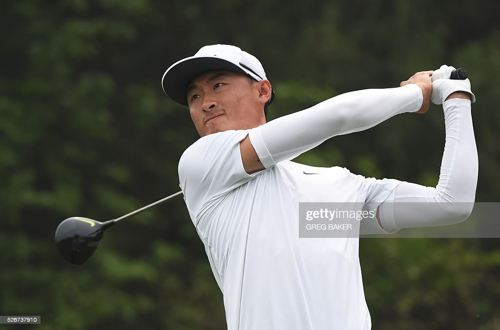 Li Haotong of China hits a shot during the final round of the Volvo China Open golf tournament in Beijing on May 1, 2016. / AFP / GREG