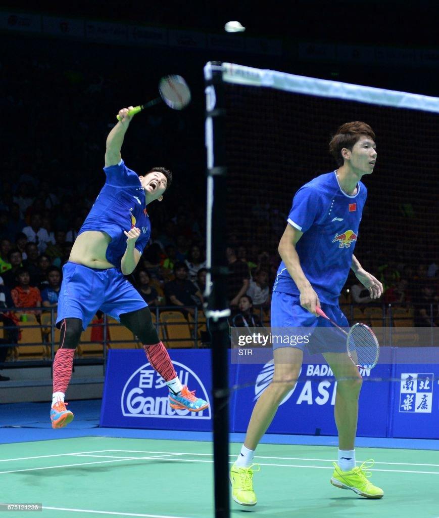 Li Junhui R and Liu Yuchen of China play during the men s