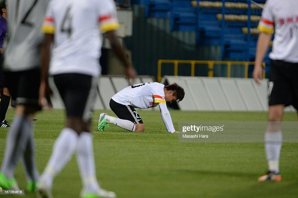 Li Kai #25 of Guizhou Renhe looks on time up during the AFC Champions League Group H match between Kashiwa Reysol and Guizhou Renhe at Hitachi Kashiwa Soccer Stadium on April 23, 2013 in Kashiwa, Japan.