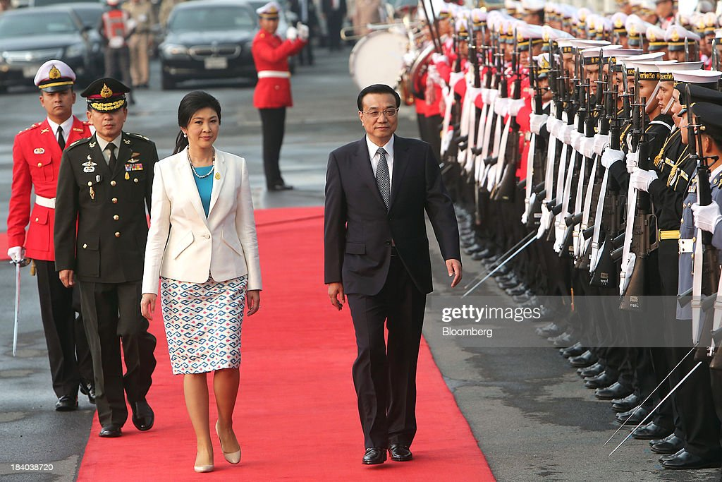 <a gi-track='captionPersonalityLinkClicked' href=/galleries/search?phrase=Li+Keqiang&family=editorial&specificpeople=2481781 ng-click='$event.stopPropagation()'>Li Keqiang</a>, China's premier, left, walks with <a gi-track='captionPersonalityLinkClicked' href=/galleries/search?phrase=Yingluck+Shinawatra&family=editorial&specificpeople=787330 ng-click='$event.stopPropagation()'>Yingluck Shinawatra</a>, Thailand's prime minister, past an honor guard during a welcoming ceremony in Bangkok, Thailand, on Friday, Oct. 11, 2013. Li said his country wants to resolve disputes in the South China Sea through dialogue and urged Southeast Asian nations to spur more trade and investment. Photographer: Dario Pignatelli/Bloomberg via Getty Images