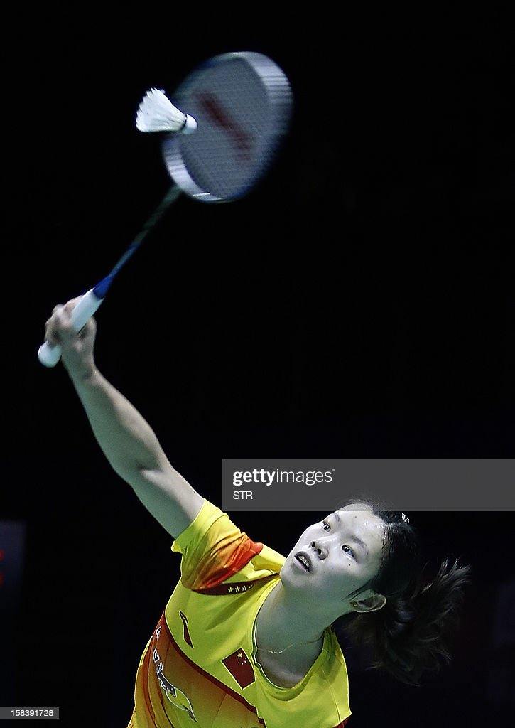 Li Xuerui of China returns a shot against Saina Nehwal of India in the women's singles event of the 2012 BWF Superseries Finals in Shenzhen, south China's Guangdong province on December 15, 2012. Li beat Nehwal 22-20, 7-21, 21-13 to move into the final.