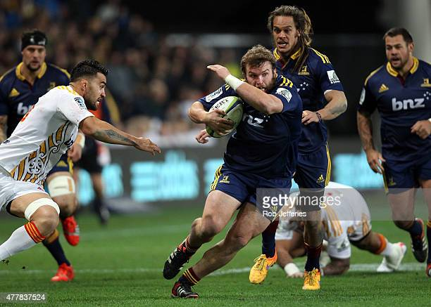 Liam Coltman of the Highlanders on the charge during the Super Rugby Qualifying Final match between the Highlanders and the Chiefs at Forsyth Barr...
