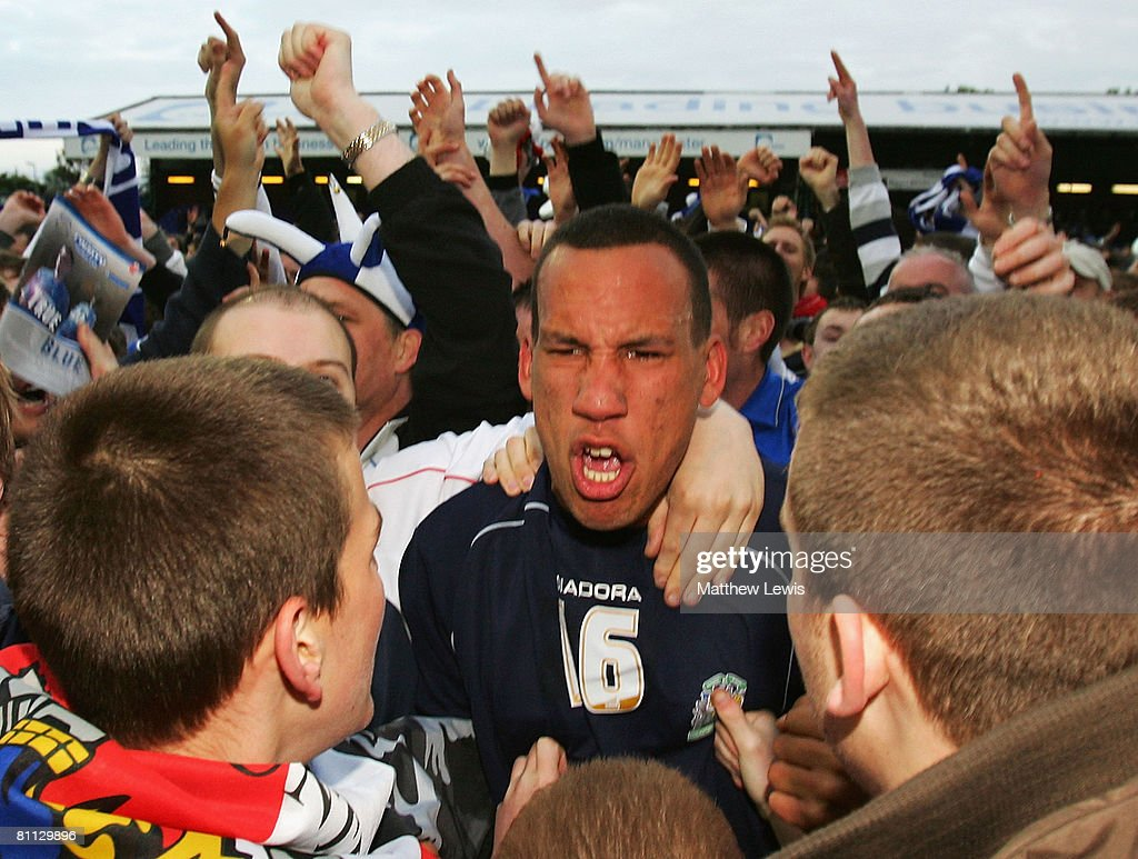 liam dickinson stockport county