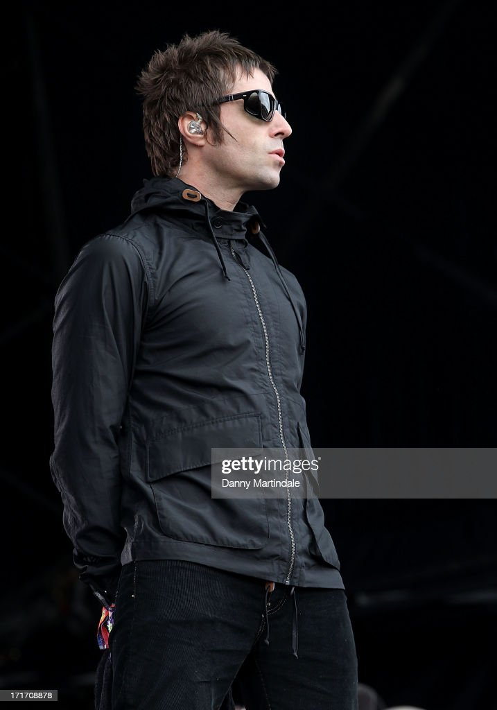 <a gi-track='captionPersonalityLinkClicked' href=/galleries/search?phrase=Liam+Gallagher&family=editorial&specificpeople=202958 ng-click='$event.stopPropagation()'>Liam Gallagher</a> and his band Beady Eyes performs at day 2 of the 2013 Glastonbury Festival at Worthy Farm on June 28, 2013 in Glastonbury, England.