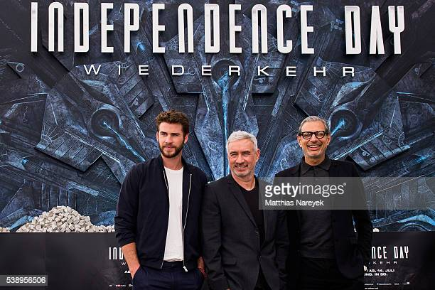 Liam Hemsworth Roland Emmerich and Jeff Goldblum during the 'Independence Day' Berlin Photo Call on June 9 2016 in Berlin Germany