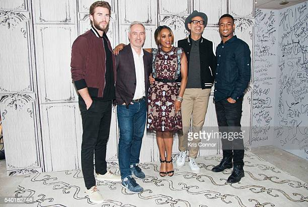 Liam Hemsworth Roland Emmerich Vivica Fox Jeff Goldblum and Jessie T Usher pose for photos before speaking about 'Independence Day Resurgence' during...
